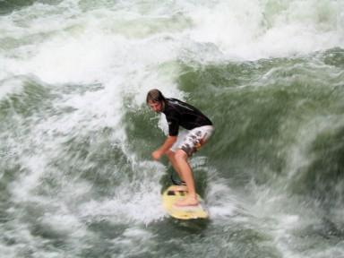 Surfing in the Englischer Garten