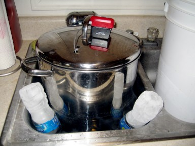 Using frozen water bottles to chill the wort